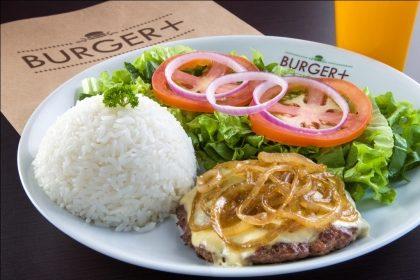Hambúrguer 180g com Queijo Estepe + 2 acompanhamentos + Bebida por R$21,50 (Top Center)