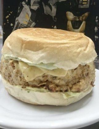Hambúrguer Big Frango Jetis por apenas R$ 19,90