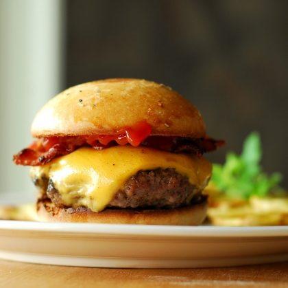 Compre 01 Hambúrguer e ganhe outro igual!