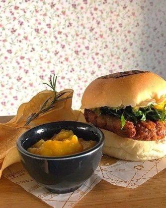Hambúrguer Putanesca (vegano) com Batata Rústica por R$ 23,10