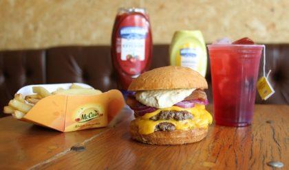 Combo R$30: Beco Burger + Batata McCain + Chá Gelado Lipton