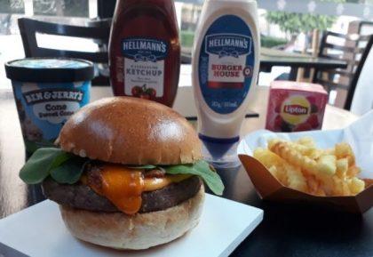 Combo R$40: Burger Carnívoros + Chá Gelado Lipton + Batata Crinkle McCain + Sorvete Ben & Jerry's