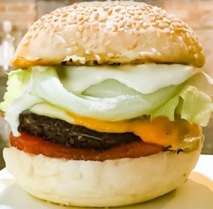 Combo R$30: Veggie Burger Vegetus + Chá Gelado Lipton + Batata Crinkle McCain