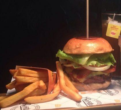 Combo R$30: Burger Tio Sam + Chá Gelado Lipton + Batata McCain