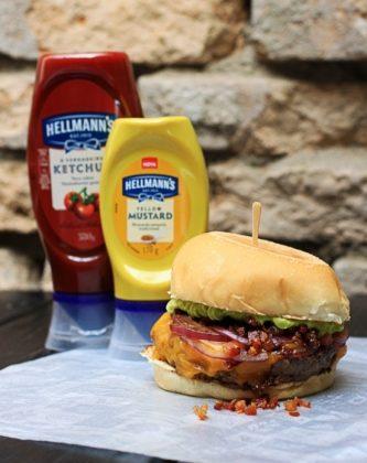 Combo R$30: Burger Bacon League + Chá Gelado Lipton + Batata McCain
