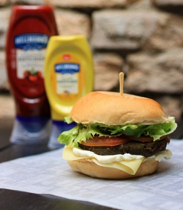 Combo R$30: Burger Veg League + Chá Gelado Lipton + Batata McCain