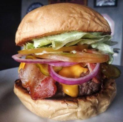 Combo R$30: Burger Bruttus + Batata McCain + Chá Gelado Lipton