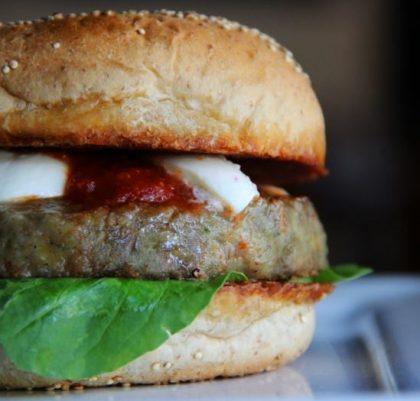 Combo R$40: Burger Vegetariano + Drink de Chá Lipton + Batata Crinkle McCain + Ben & Jerry's