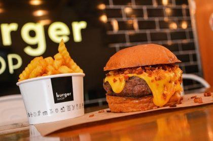 Combo R$30: Burger Shop + Chá Frutas Vermelhas Lipton + Batata McCain