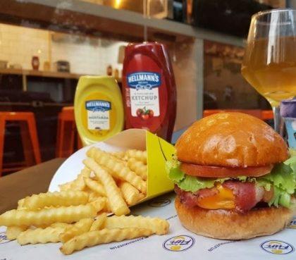 Combo R$30: Burger + Batata McCain + Drink de Chá Lipton