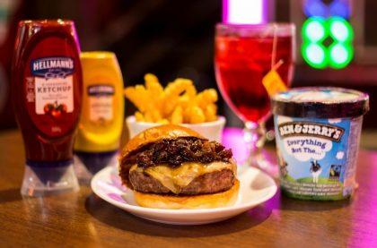 Combo R$40: Burger + Drink de Chá Lipton + Batata McCain Crinkle + Sorvete Ben & Jerry's