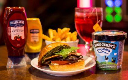 Combo R$40: Burger Grão de Bico Bonduelle ou Shitake + Drink de Chá Lipton + Batata McCain + Ben & Jerry's