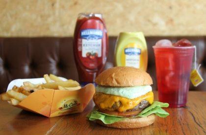 Combo R$30: Burger Clássico + Drink de Chá Lipton + Batata McCain