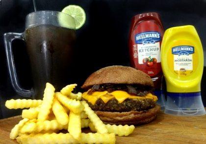 Combo R$30: Veggie Burger Pão Australiano + Chá Lipton + Batata McCain