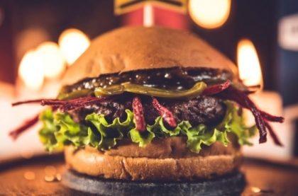 Combo R$40: Burger Vegano Tomate Seco com Bonduelle + Chá Gelado Lipton + Batata McCain + Ben & Jerry's
