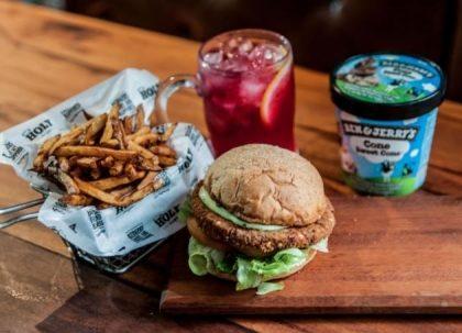 Combo R$40: Falafel Burger + Chá Frutas Vermelhas Lipton + Batata McCain + Ben & Jerry's