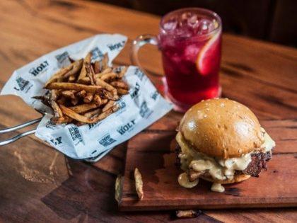 Combo R$30: Burger Miami Style + Chá de Frutas Vermelhas Lipton + Batata doce McCain
