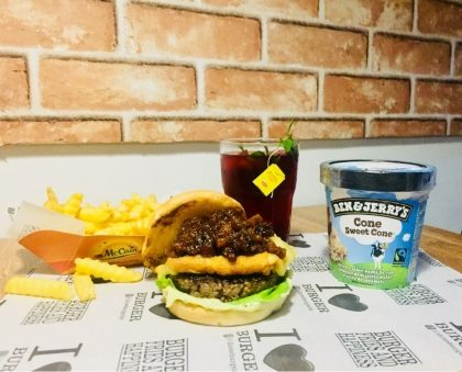 Combo R$40: Hot Blue ou Brutus ou Xerife + Chá Gelado Lipton + Batata McCain + Sorvete Ben & Jerry's