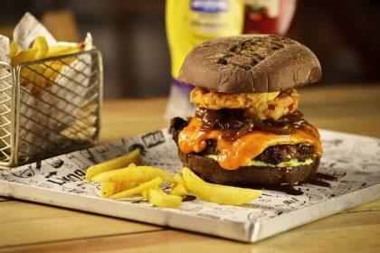 Combo R$40: Burger com Pão Australiano + Chá Gelado Lipton + Batata McCain + Ben & Jerry's