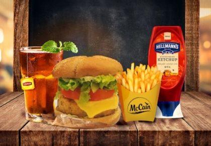 Combo R$30: Burger MANHATTAN com Bonduelle + Drink de Chá Lipton + Batata McCain
