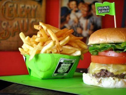 Combo R$30: The Original Burger ou X-Salada Original + Drink de Chá Lipton + Batata McCain