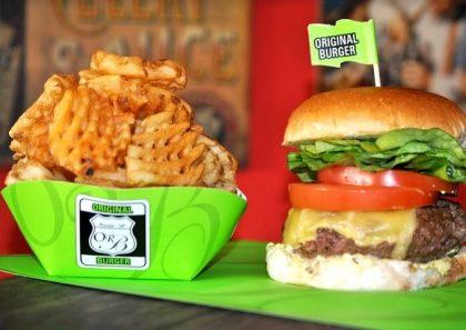 Combo R$40: The Original Burger ou X-Salada Original + Drink de Chá Lipton + Batata McCain + Ben & Jerry's