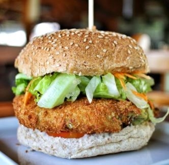(São José) Combo R$40: Burger Vegetarianíssimo com Bonduelle + Drink de Chá Lipton + Batata McCain + Ben & Jerry's