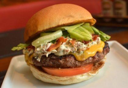 Combo R$40: Burger House Crocante Bacon + Drink de Chá Lipton + Batata McCain + Ben & Jerry's