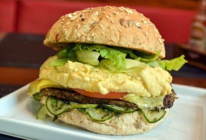 (Consolação) Combo R$40: Veganíssimo com Bonduelle + Drink de Chá Lipton + Batata McCain + Ben & Jerry's