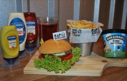 Combo R$40: Burger KL Jay com Bonduelle + Drink de Chá Lipton + Batata McCain + Sorvete Ben & Jerry's