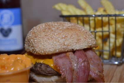 Smoke Bacon + Fritas + Suco Joy por apenas R$ 29,50