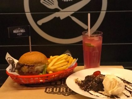 Qualquer Burger Hall of Fame + 1/2 Porção de Fritas + Refil Rock Lemonade + Mini David Brownie
