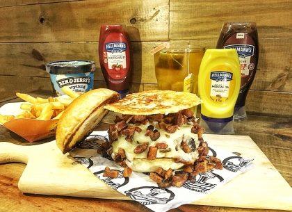 Combo R$40: Legion Of Boom Burger + Chá Gelado Lipton + Batata McCain + Sorvete Ben & Jerry's