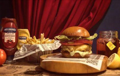 Combo R$30: The Circus Burger ou Wonder Burger + Drink de Chá Lipton + Batata McCain