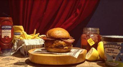 Combo R$40: The Circus Burger ou Wonder Burger + Drink de Chá Lipton + Batata McCain + Ben & Jerry's