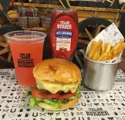 Combo R$30: X-Salada + Drink de Chá Lipton + Batata McCain