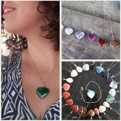 Compre um colar com pedra natural e ganhe um brinco de bolinha com pedra natural!