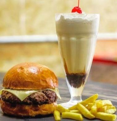 Combo: Burger Garagem Clássico + Fritas + Milk Shake por R$ 29,90
