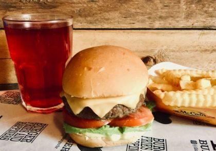 X-Burger Salada + Fritas + Chá Gelado por apenas R$ 29,50
