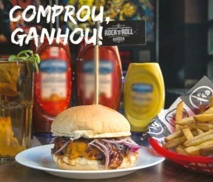 Compre qualquer Burger Hall of Fame + Fritas + Pink Lemonade ou Ice Tea Refil e ganhe outro Burger