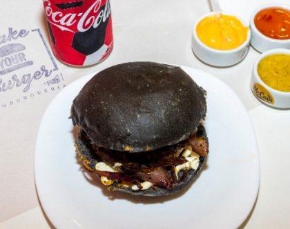 Lanche Saint Seiya + 1/2 porção de fritas + bebida por R$29,90!