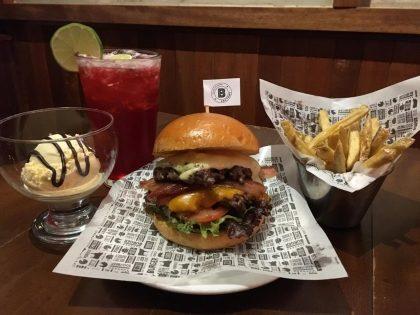 Qualquer Burger + Fritas Pequenas + Chá + Sorvete com Ganache de Chocolate por R$43!