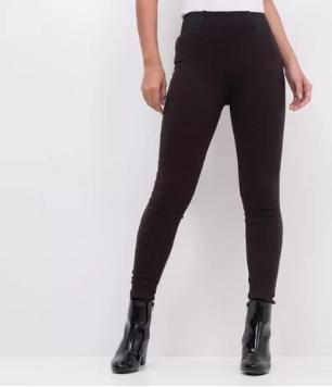 Liquidação + Cupom de 25% OFF em calças femininas selecionadas no site da Renner!