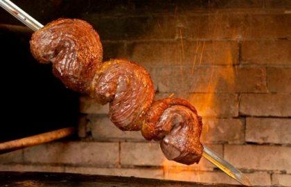 Rodízio de Carnes Nobres e Buffet Completo no almoço com 20% de desconto