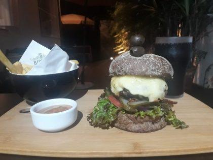 Hambúrguer da Casa + Fritas + Bebidas por R$19,90!