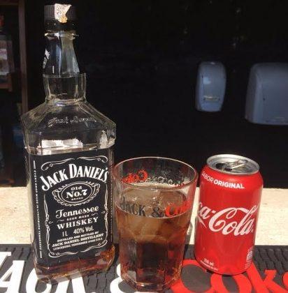 Ganhe um Gin Tônica ou um Jack 'n' Coke com o cupom!
