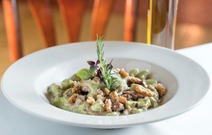 Gnocchi de Batata e Rúcula com Iscas de Mignon ao Molho de Gorgonzola e Nozes por R$47!