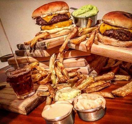 GANHE 1 X-Burger + Dose de Cachaça na compra de 1 X-Burger Duplo + Batata [18+]
