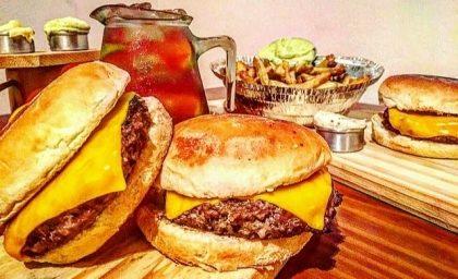 GANHE 1 X-Burger + 1 Jarra de Drink na compra de 2 X-Burgers + Batata