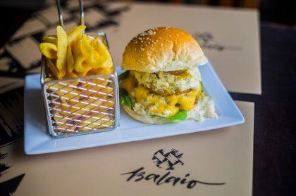 Na compra do combo Burger Balaio + Batata 2×1, GANHE outro